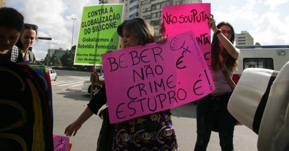 4.jun.2011 - Mulheres participam versão paulista da Marcha das Vadias, na avenida Paulista (zona oeste de São Paulo), contra abusos sexuais e as desigualdades de gênero