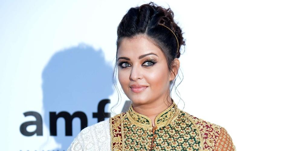 A atriz de Bollywood Aishwarya Rai, que já foi Miss Mundo, chega a evento em benefício da luta contra a Aids durante o Festival de Cannes 2012. Aishwarya deu à luz sua primeira filha este ano e enfrentou críticas sobre seu peso (24/5/12)