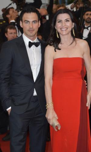 """A atriz Julianna Margulies e seu marido, Keith Lieberthal, posam para fotos ao chegar à exibição do filme """"Cosmopolis"""" no Festival de Cannes 2012 (25/5/12)"""