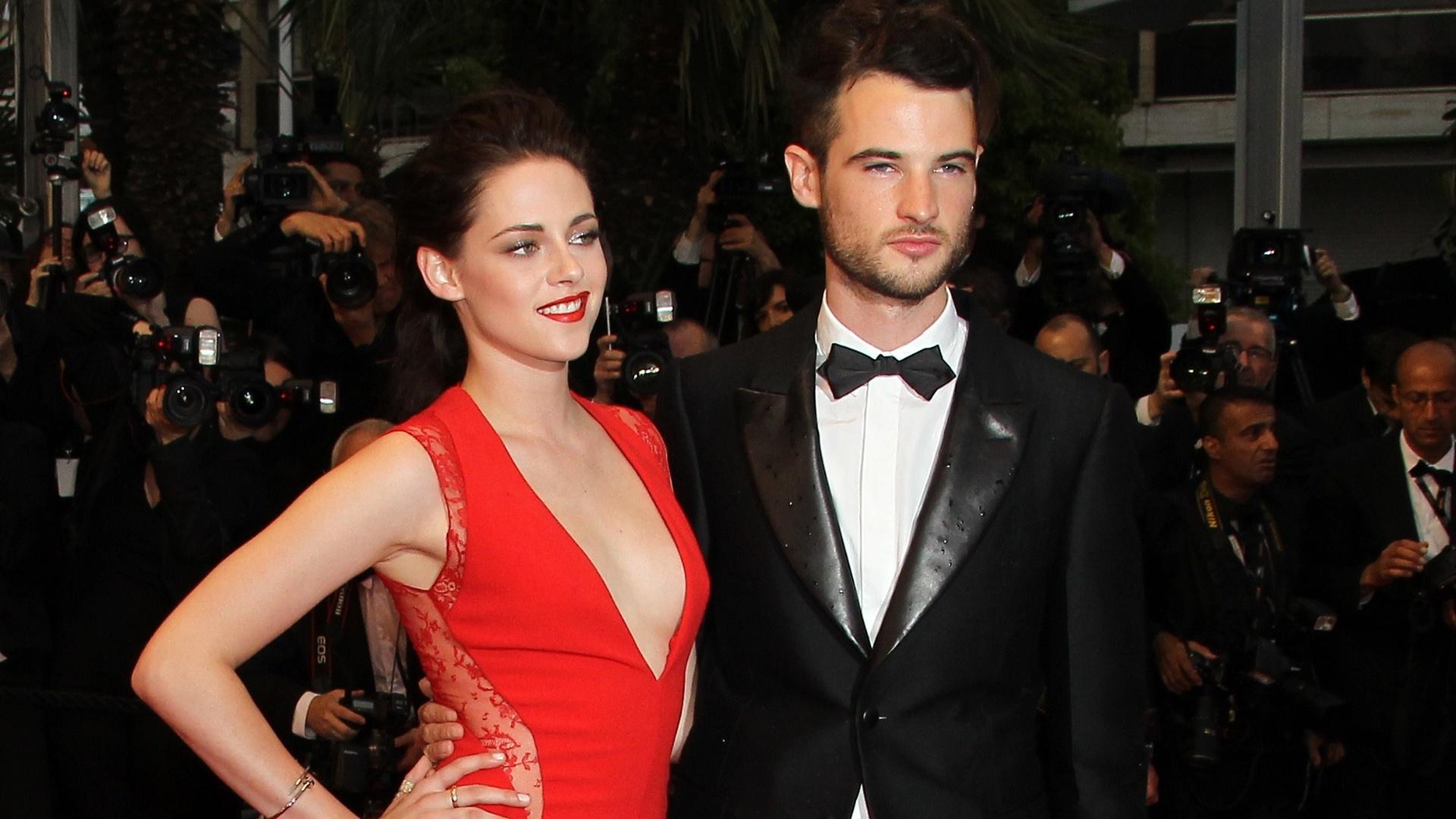 A atriz Kristen Stewart e seu companheiro de elenco em