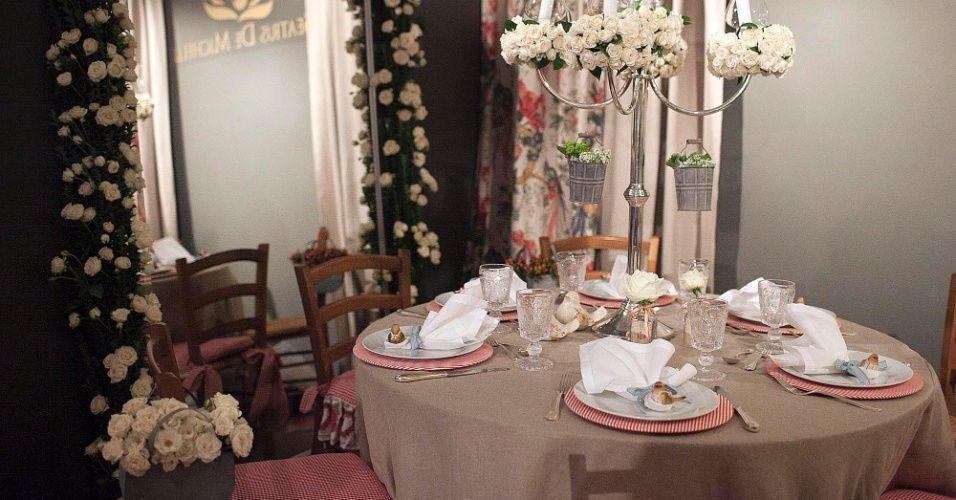 Espaço da Beatrís de Michelli (www.beatrisdemichelli.com.br) na Casar, feira realizada na capital paulista. A decoradora é especializada em ambientação e cenografia para festas e casamentos. Para o evento, ela preparou uma opção de casamento diurno, realizado no campo (24/05/2012)