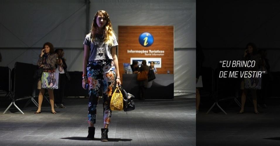 Isadora Falcão, 20, tradutora, usa camiseta Topshop, calça H&M e sapato Arezzo. A bolsa é B&G (24/05/2012)