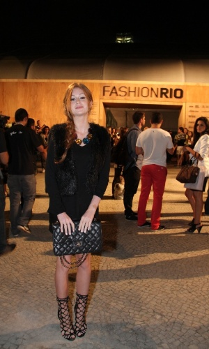 Marina Ruy Barbosa confere o quarto dia de desfiles do Fashion Rio (25/5/12). O evento de moda acontece no Jockey Club, zona sul do Rio