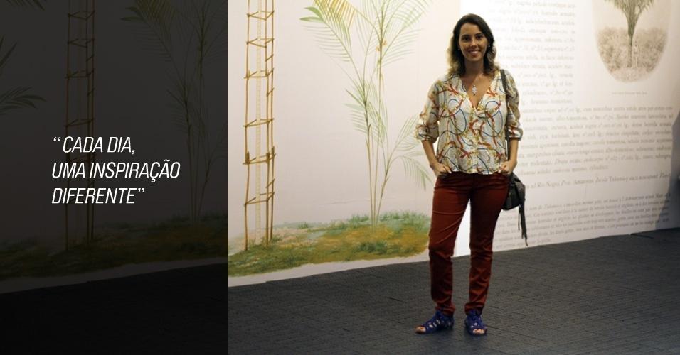 Natália Zimmerman tem 27 anos e é dona da marca Boho Atelier. Ela veste blusa e calça Farm, sandália Xsite e colar de sua marca. A bolsa foi comprada em Londres