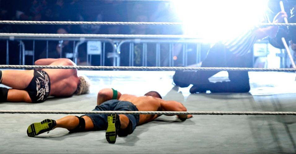 No segundo combate mais importante da noite, o ex-campeão John Cena bateu Dolph Ziegler
