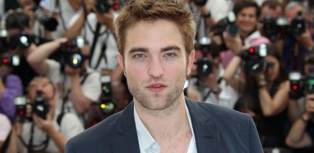 Fama e beleza não impediram que o ator Robert Pattinson sofresse uma traição pública de Kristen Stewart