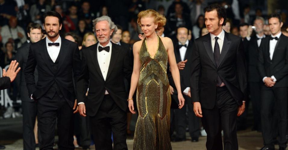 """O ator Rodrigo Santoro, o diretor Philip Kaufman e os atores Nicole Kidman e Clive Owen chegam à sessão de """"Hemingway & Gellhorn"""" no Festival de Cannes 2012 (25/5/12)"""