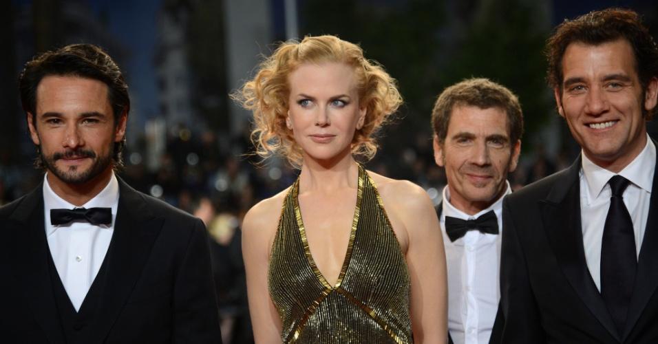"""Os atores Rodrigo Santoro e Nicole Kidman, o roteirista Jerry Stahl e o Clive Owen chegam à sessão de """"Hemingway & Gellhorn"""" no Festival de Cannes 2012 (25/5/12)"""