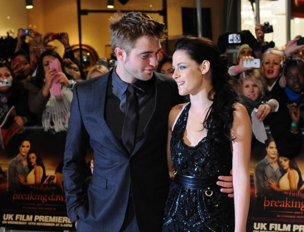 Robert Pattinson e Kristen Stewart na estreia de &#34;A Saga Crep&#250;sculo: Amanhecer - Parte 1&#34; em Londres (16/11/11)
