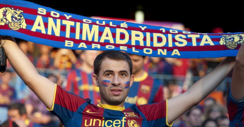 Torcedor do Barcelona não deixa de provocar o Real Madrid nem mesmo na final da Copa do Rei
