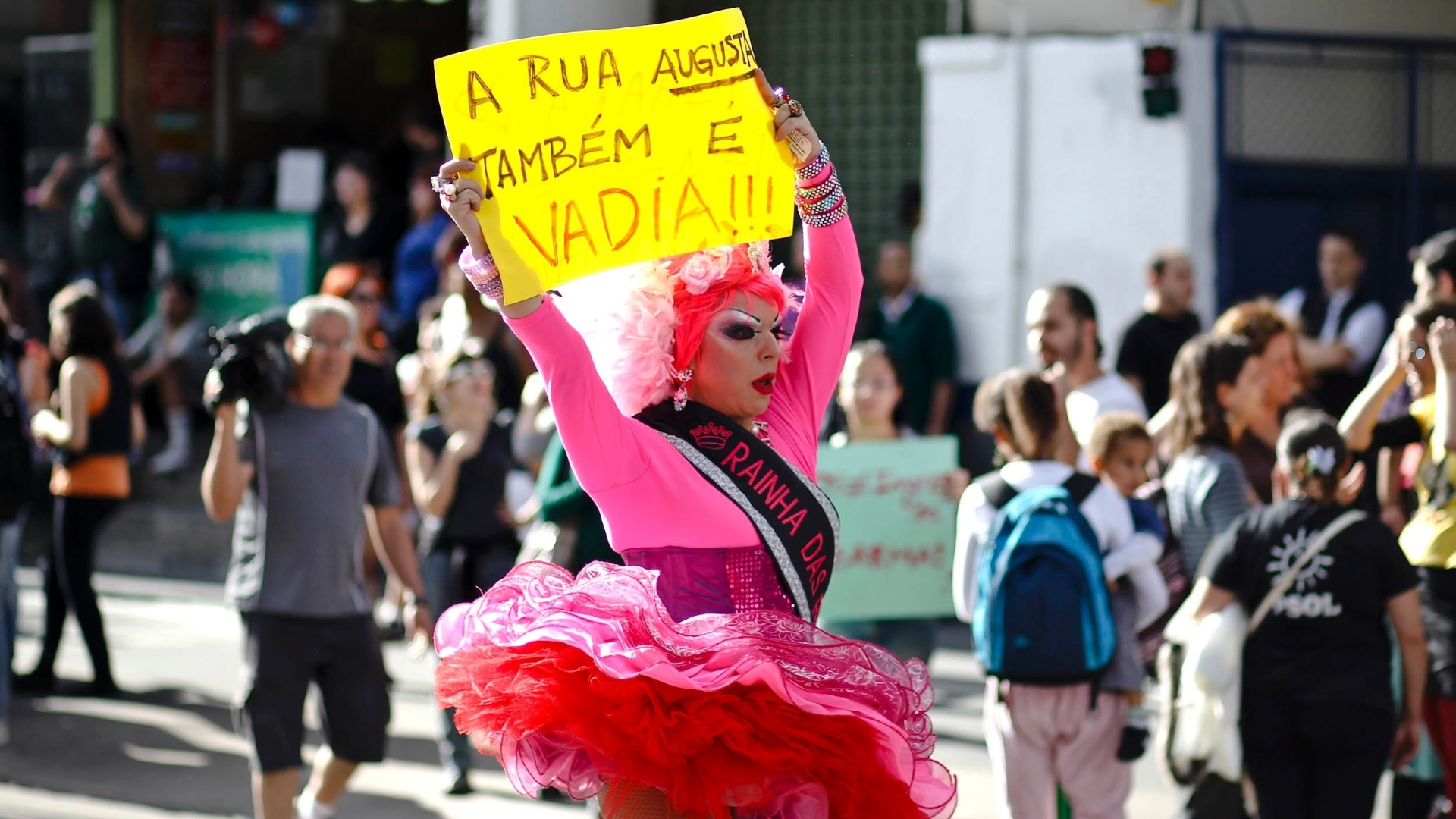 A Marcha das Vadias passou pela avenida Paulista e desceu a rua Augusta, em So Paulo, em defesa dos direitos das mulheres