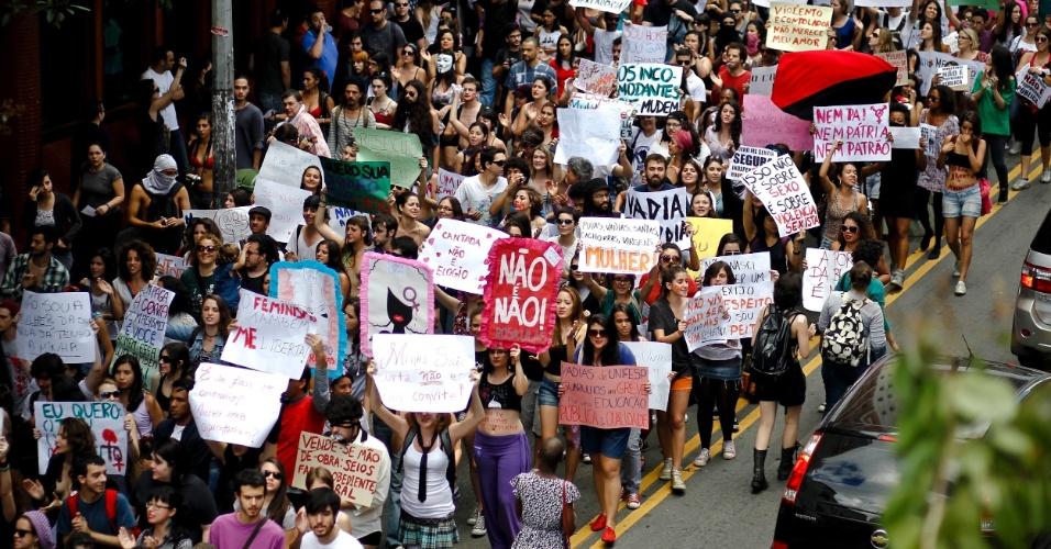 A Marcha das Vadias tomou a avenida Paulista neste sábado (26)