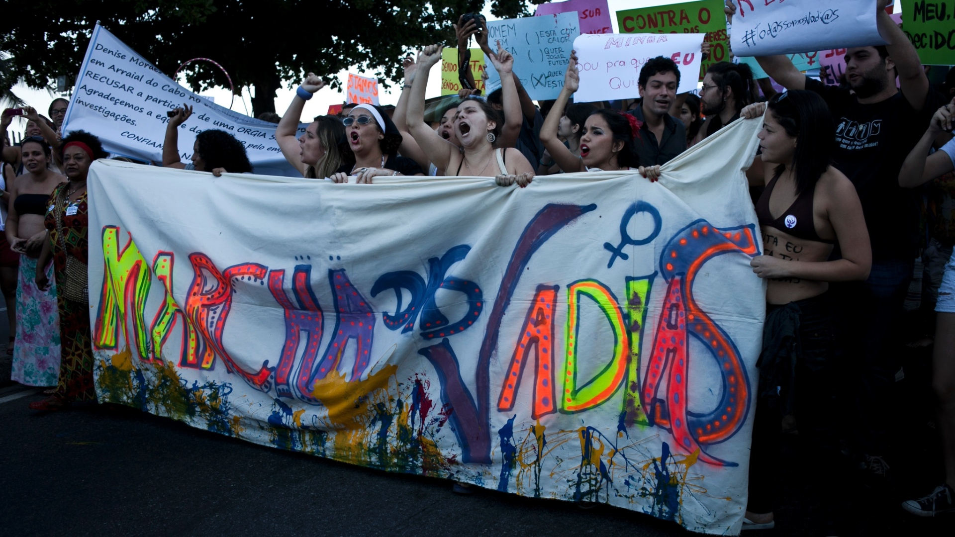  A Marcha das Vadias tomou o calado de Copacabana neste sbado (26), no Rio de Janeiro