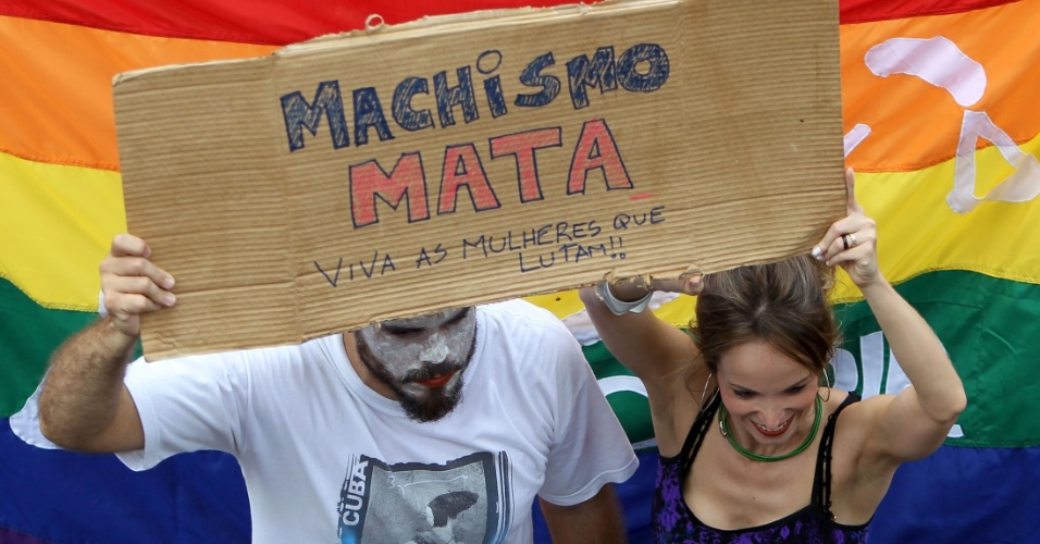 Homens e mulheres participaram da Marcha das Vadias em Bras&#237;lia, neste s&#225;bado (26)