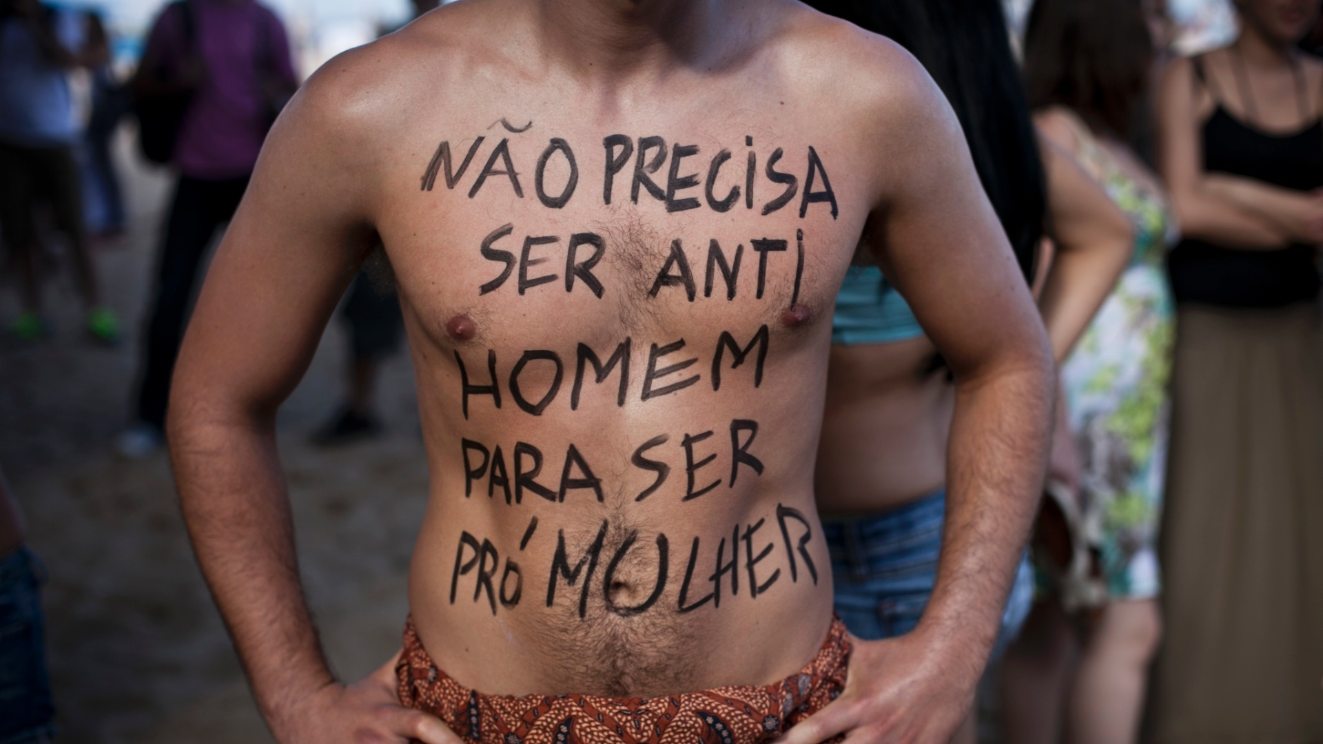 Homens tambm participaram da Marcha das Vadias no Rio de Janeiro. Neste sbado (26), pelo menos 14 cidades brasileiras organizaram a Marcha