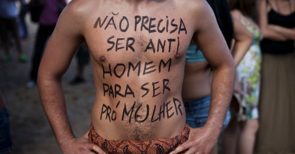 Homens tamb&#233;m participaram da Marcha das Vadias no Rio de Janeiro. Neste s&#225;bado (26), pelo menos 14 cidades brasileiras organizaram a Marcha