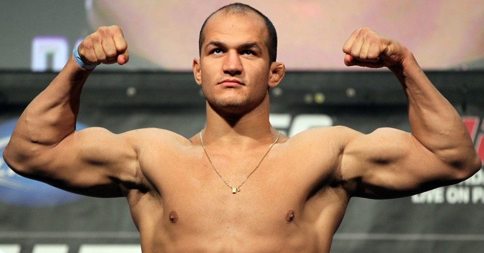 Jnior Cigano passa pela pesagem do UFC 146, em Las Vegas, onde encara Frank Mir