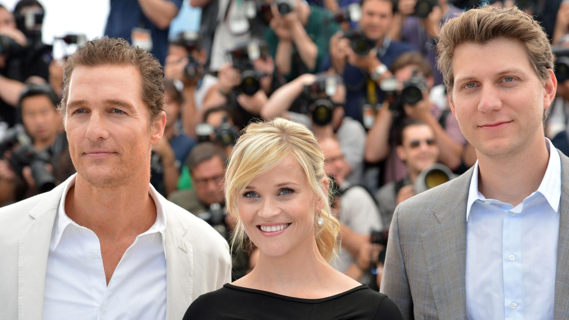 Matthew McConaughey, Reese Witherspoon e o diretor Jeff Nichols na sessão de fotos antes de entrarem na entrevista coletiva sobre o filme