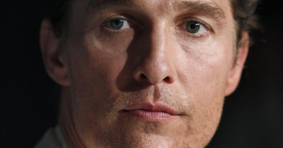 """O ator Mathew McCounaughey durante entrevista a jornalistas em Cannes para falar do filme """"Mud"""" (26/05/2012)"""