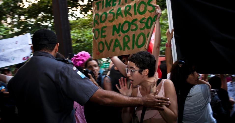Um princípio de tumulto em frente à Igreja Nossa Senhora de Copacabana precisou da intervenção da Polícia Militar durante a Marcha das Vadias no Rio de Janeiro. Em todo o Brasil, mais de dez cidades organizaram manifestações
