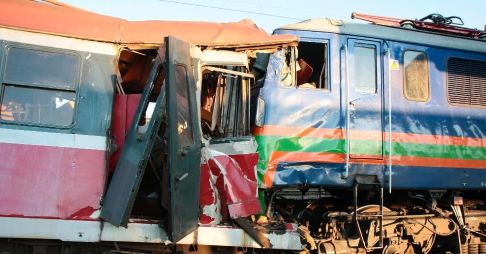 27.mai.2012 - Dois trens colidiram na estação de Ostrow Wielkopolski, na Polônia