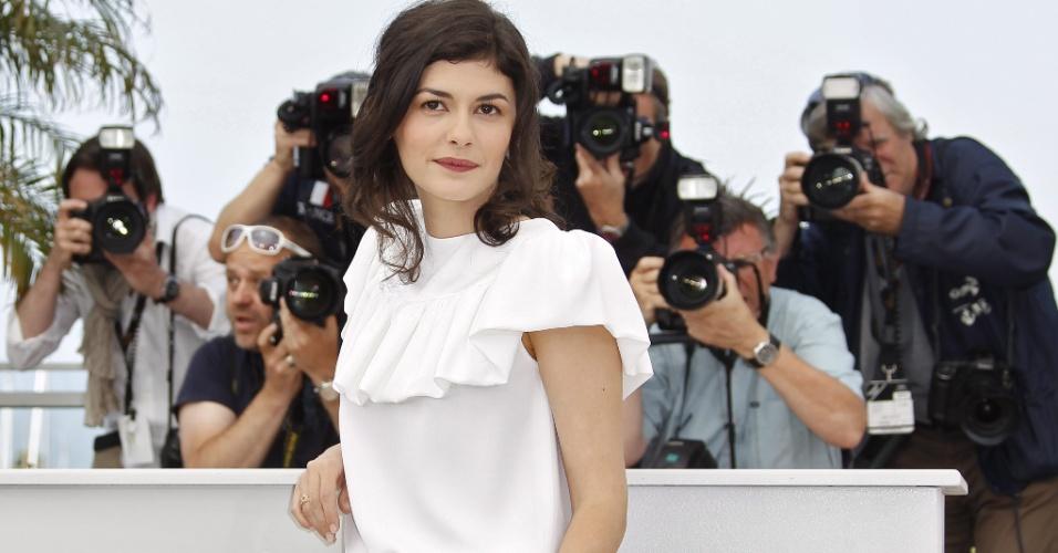 """A atriz francesa Audrey Tautou posa para os fotógrafos na exibição de seu novo filme em Cannes,  """"Thérèse Desqueyroux"""". O longa encerrará o festival deste ano  (27/5/12)"""