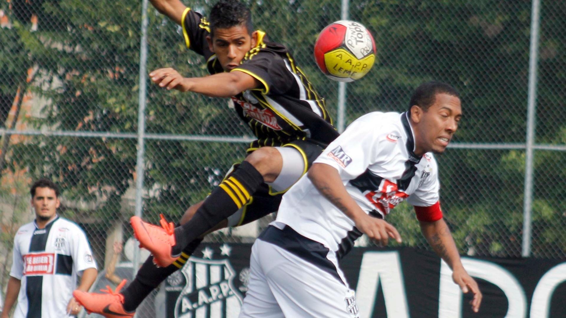 A Ponte Preta (branco) está invicta na Copa Kaiser com três vitórias em cinco jogos