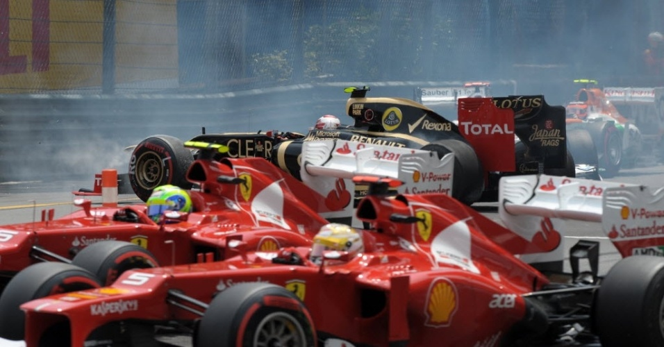 As Ferraris de Felipe Massa e Fernando Alonso escaparam ilesas da confusão na largada do GP de Mônaco