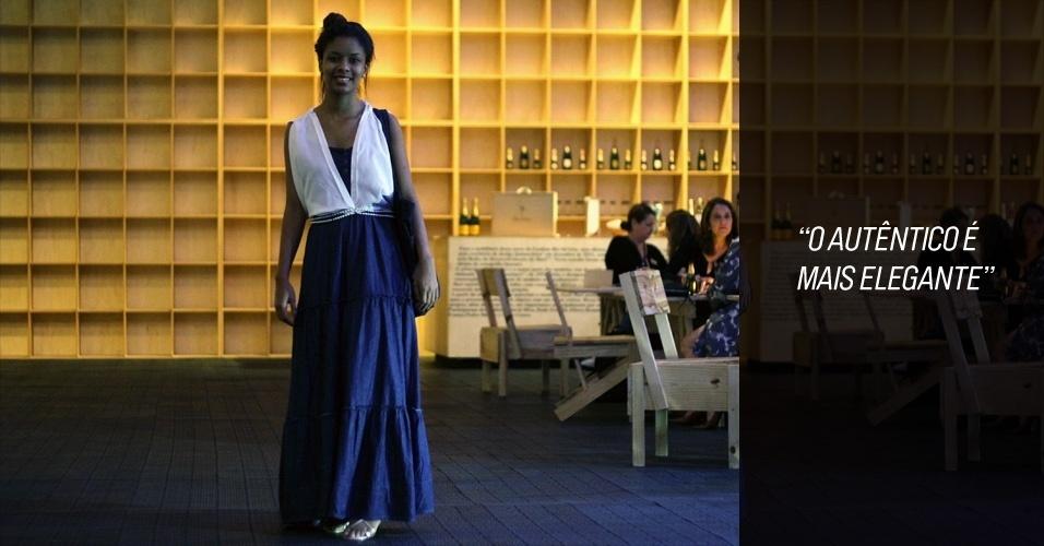 Cecilia Nascimento é estudante de produção de vestuário. O colete e o vestido foi ela quem fez, e a sandália foi um presente da mãe (26/05/2012)