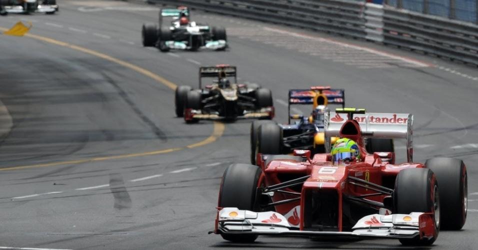 Felipe Massa é seguido de perto por Vettel e Raikkonen
