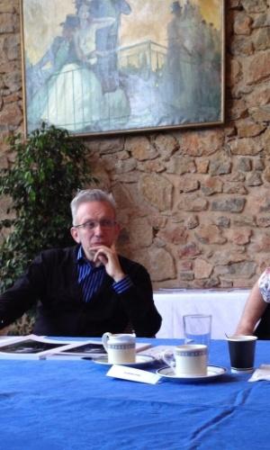 """Gilles Jacob, presidente de honra do Festival de Cannes tuita fotos da reunião dos jurados da mostra competitiva: """"Jean-Paul Gaultier em plena concentração..."""""""