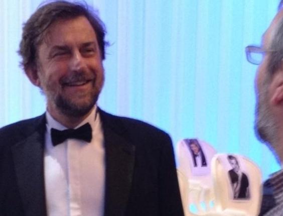 """Gilles Jacob, presidente de honra do Festival de Cannes tuita uma foto do ensaio da cerimônia de encerramento do Festival de Cannes. """"Presidente chega ao ensaio no palco"""", escreveu sobre a imagem (27/5/12)"""