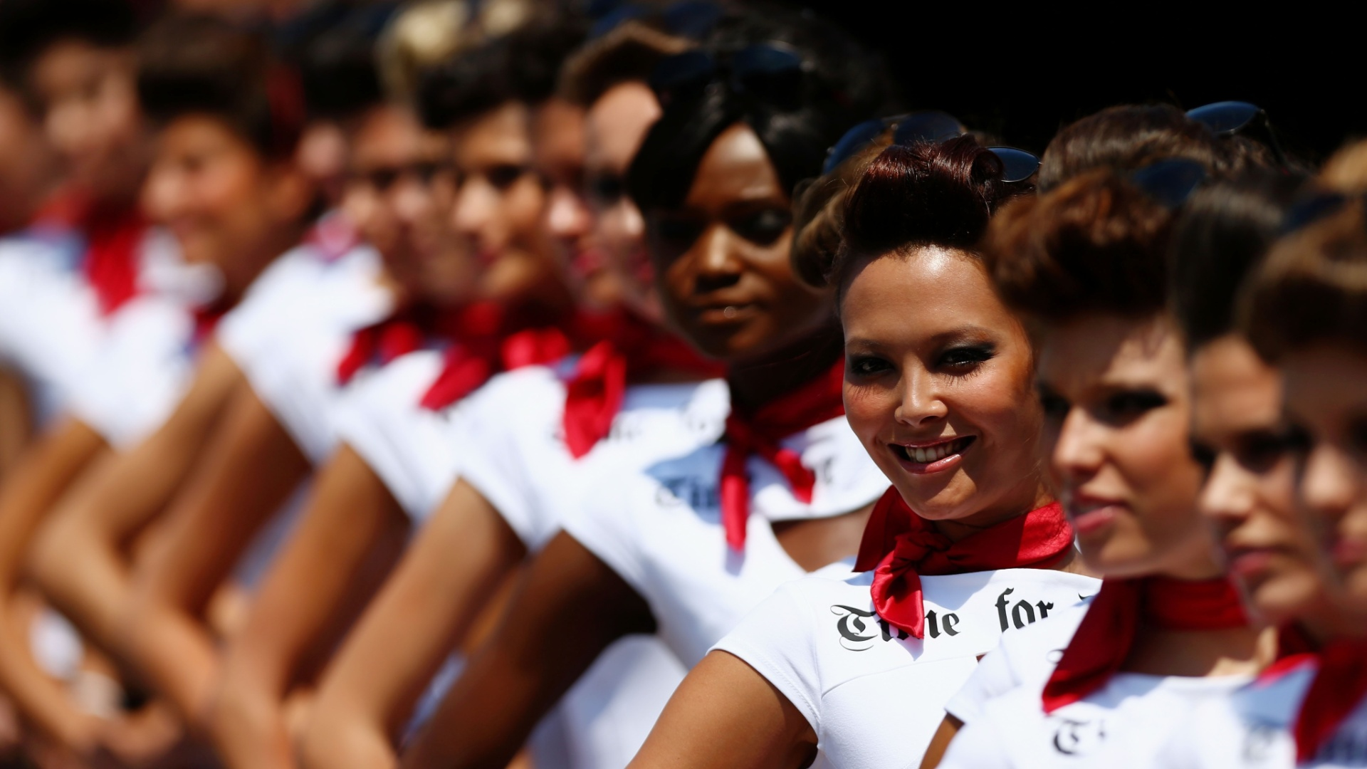 Grid girls se alinham antes do incio do GP de Mnaco de Frmula 1