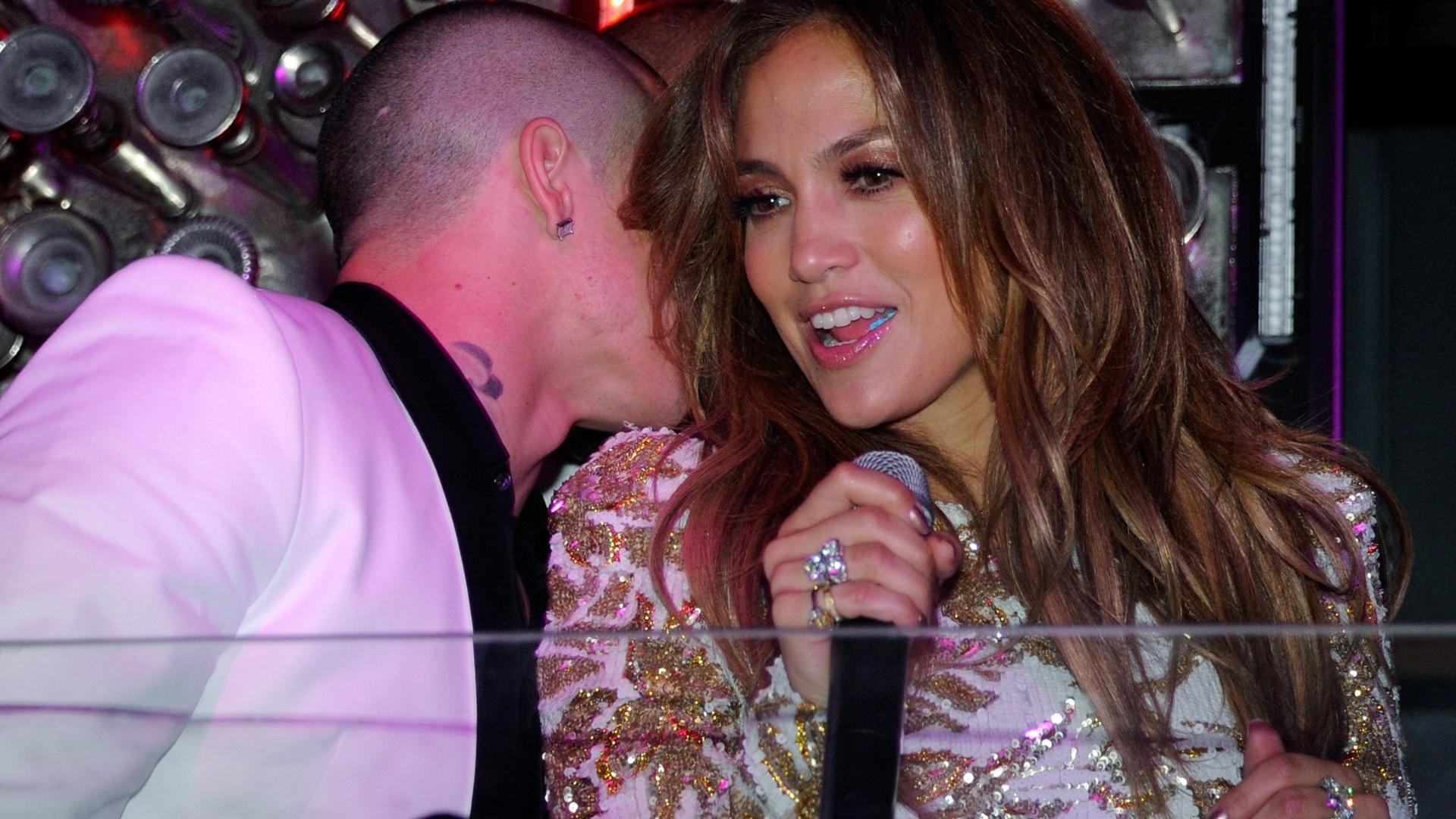 Jennifer Lopez curte balada de lançamento de seu novo single