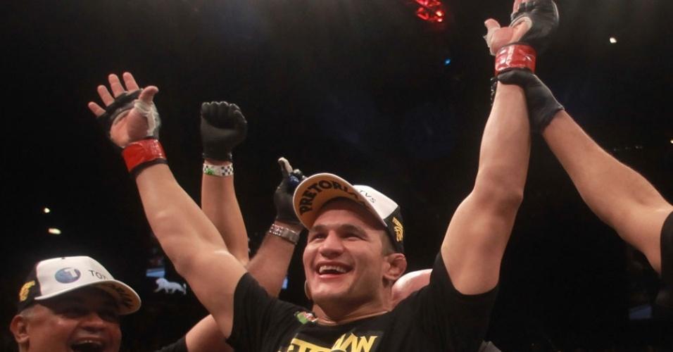 Júnior Cigano mateve o cinturão dos pesados do UFC