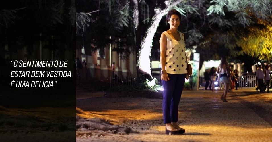 Kika Vianna, 28, empresária, veste blusa Maria Bonita Extra, calça e sapato modelo wedge Andrea Marques. A bolsa foi comparada em uma viagem à África (26/05/2012)