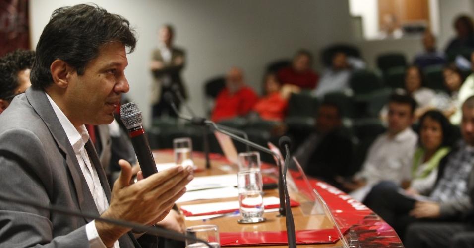 28.mai.2012 - O candidato do PT à Prefeitura de São Paulo, Fernando Haddad, participou nesta segunda-feira (28) de um debate sobre mobilidade urbana promovido pela liderança do PT na Assembleia Legislativa de São Paulo