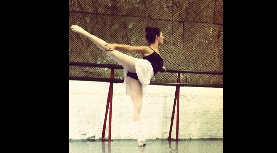 Isis Velverde fez aula de balé (28/5/12)