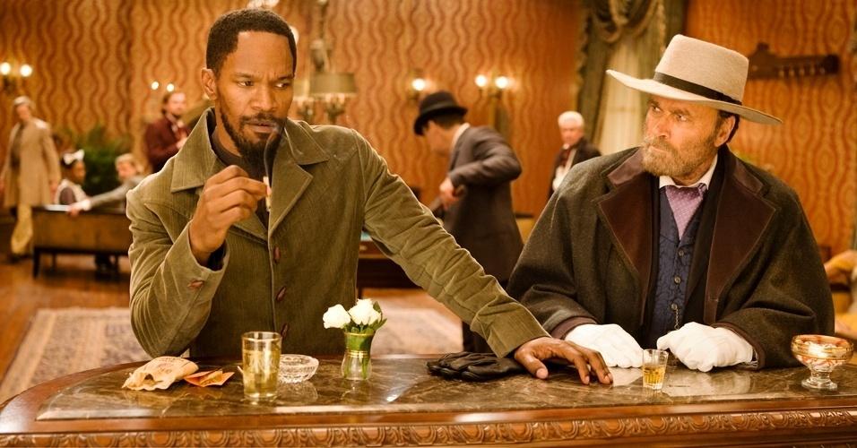 Jamie Foxx interpreta o escravo Django em cena de