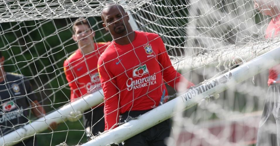 Jefferson e Rafael arrumam o gol durante treino da seleção brasileira