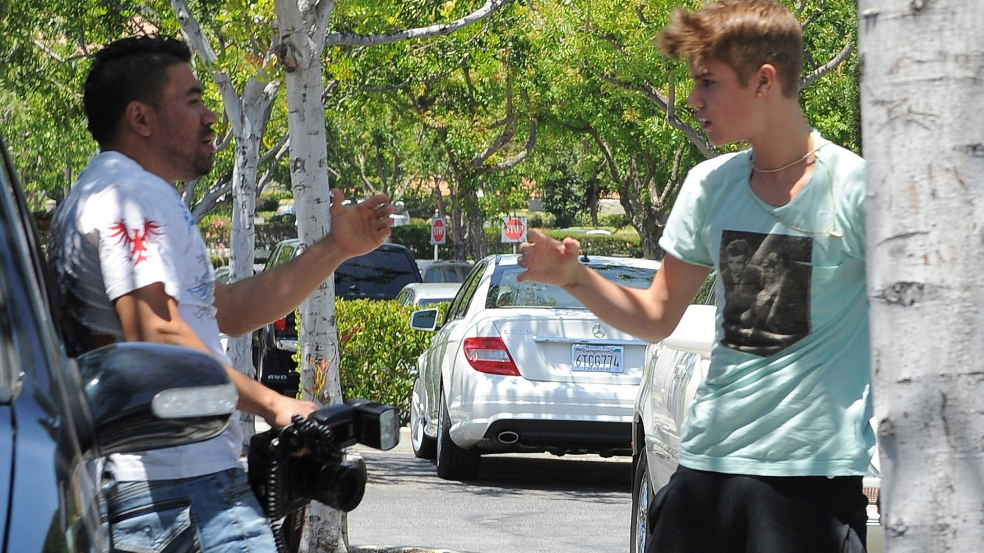 Justin Bieber discute com paparazzo em Los Angeles. Cantor pode ser interrogado por suposta agresso ao fotgrafo (27/5/12)