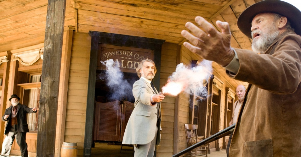 """O caçador de recompensas alemão dr. King Schultz (Christoph Waltz) em cena do filme """"Django Livre"""", de Quentin Tarantino. O filme estreia no Brasil em 18 de janeiro de 2013"""