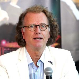 O maestro holandês André Rieu participa de entrevista coletiva em São Paulo (28/5/12)