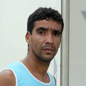 http://imguol.com/2012/05/28/volante-val-disputou-o-paulistao-pelo-mogi-mirim-e-acertou-com-o-bahia-para-a-serie-a-1338219758975_300x300.jpg