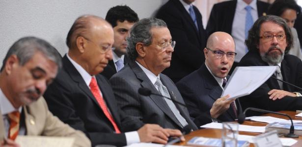Demóstenes Torres (o quarto a partir da esquerda) depõe no Conselho de Ética do Senado, em Brasília