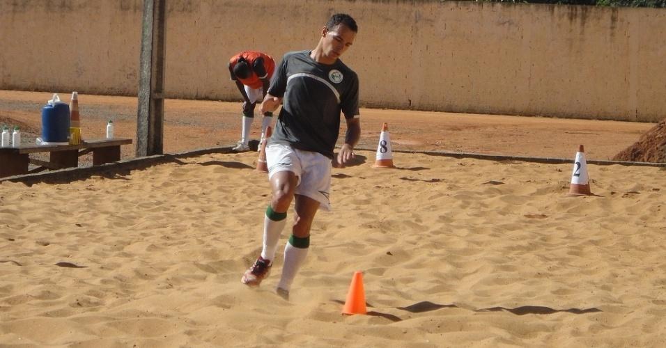 Edimar, irmão de Leandro Damião, em treino no Luverdense