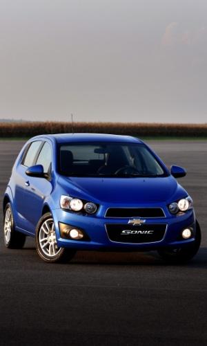 General Motors traz para o Brasil, importado da Coreia do Sul, o Sonic, nas carrocerias hatch e sedã