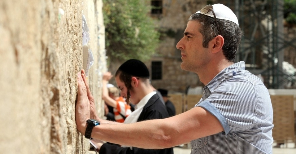 Reynaldo Gianecchini visita o Muro das Lamenta&#231;&#245;es, em Jerusal&#233;m (28/5/2012)