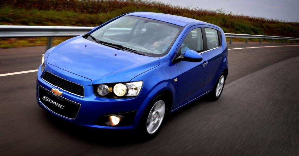 Sonic será vendido no país em duas versões de acabamento (LT e LTZ) e câmbio manual de cinco marchas ou automático de seis; motor é sempre o 1.6 flex Ecotec Dual CVVT de até 120 cavalos (com etanol)