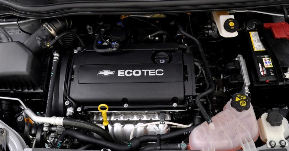 Sonic traz novo motor Ecotec Dual CVVT, flex, de 1,6 litro, com coletor de admissão variável e duplo comando das 16 válvulas continuamente variável, desenvolvido na Coreia e na Alemanha. Potência varia de 116 a 120 cavalos, com torque de 15,8 a 16,3 kgfm para gasolina e etanol, respectivamente